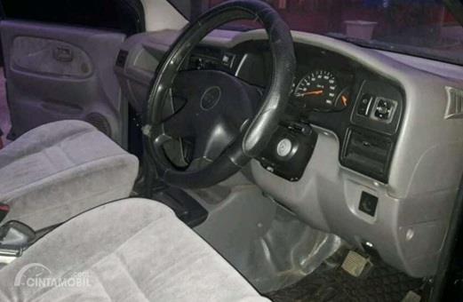 Setir Chevrolet Tavera 2001 tampil sederhana saja, tapi sudah didukung Power Steering