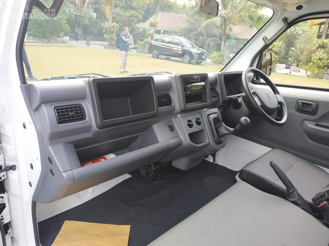 Gambar menunjukkan laci kabin New Suzuki Carry Pick Up Wide Deck 2019