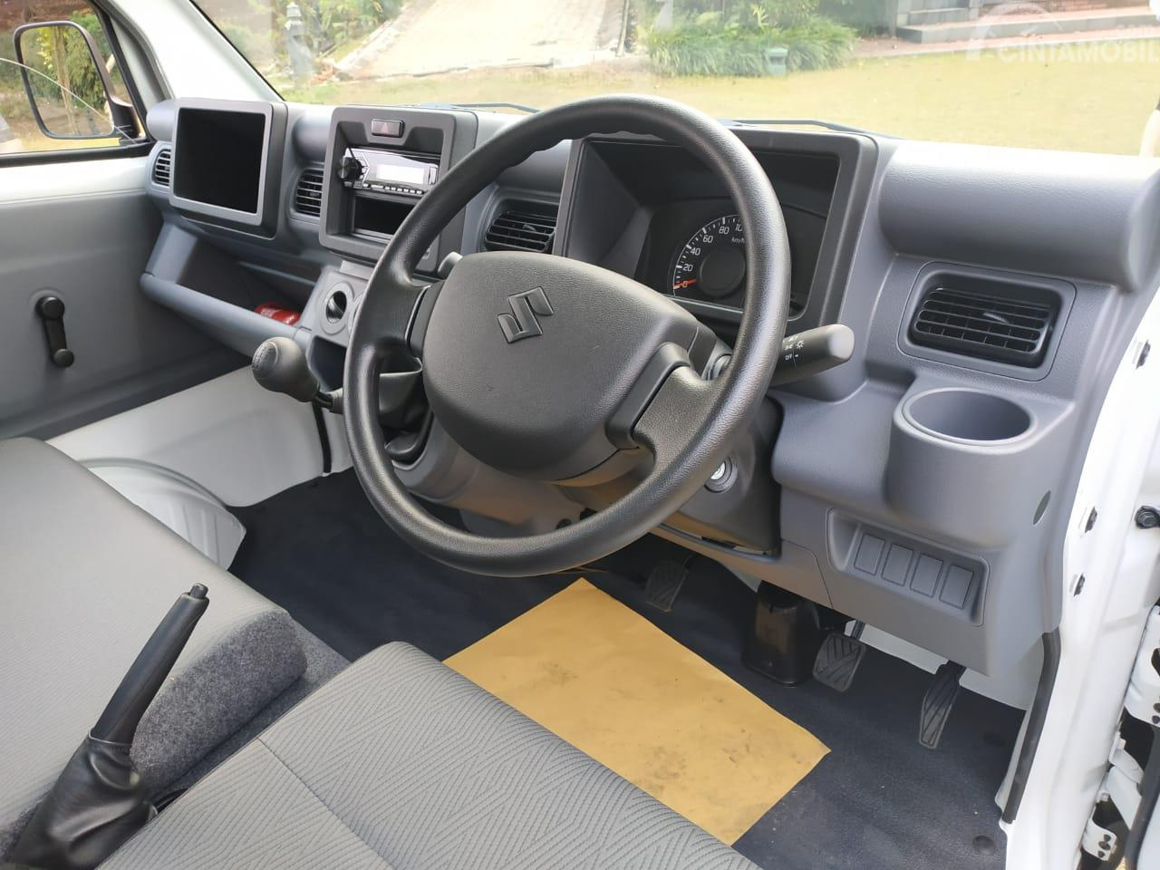 Gambar menunjukkan layout dasbor Suzuki New Carry Pick Up Wide Deck 2019