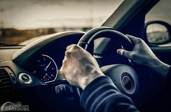 mengemudi mobil