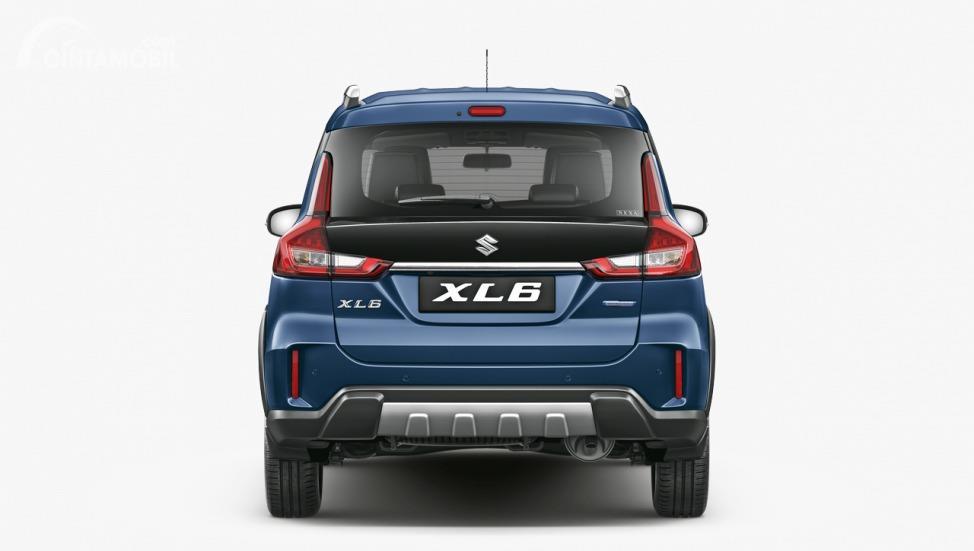 Gambar menunjukkan tampilan belakang Suzuki XL6 2019