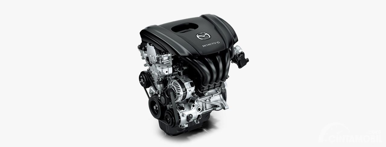 Gambar menunjukkan mesin bensin Skyactiv-G pada mobil Mazda 2 2019