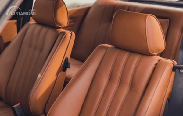 jok mobil warna cokelat