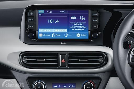 Gambar menunjukkan In Car Entertainment System pada mobil Hyundai Grand i10 NIOS 2019