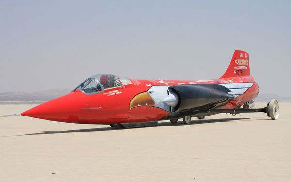 Foto mobil bermesin jet, North American Eagle Supersonic Speed Challenger