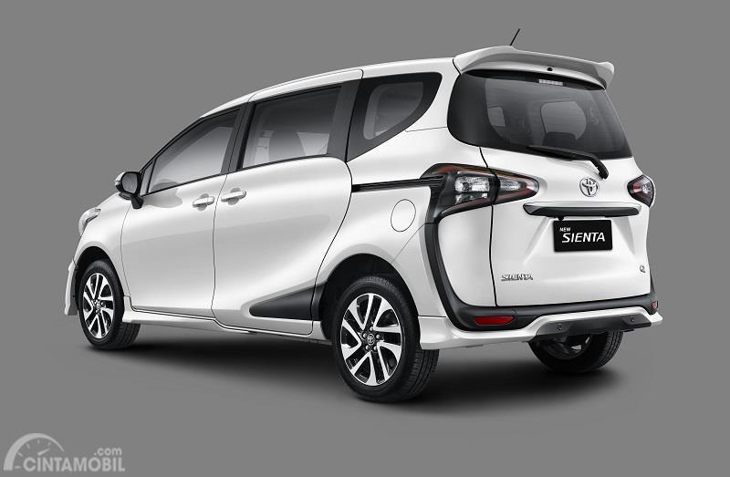 tampilan belakang Toyota Sienta 2019 Indonesia berwarna  putih