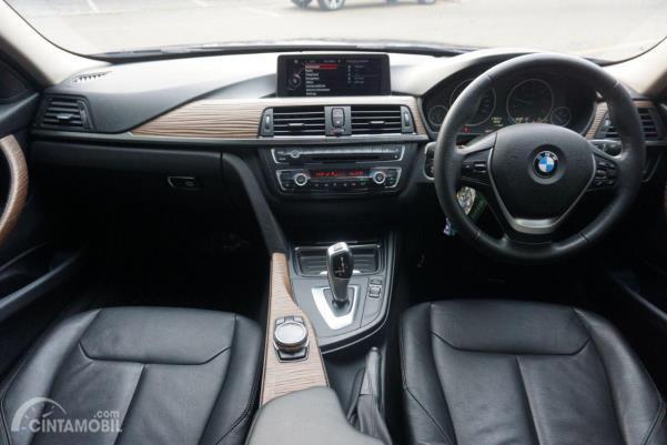 Gambar menunjukkan Layout dashboard BMW 320d 2014
