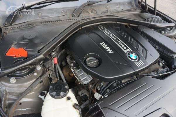 Gambar menunjukkan desain bagian Mesin BMW 320d 2014