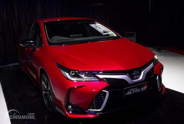 Eksterior Depan Toyota Corolla Altis GR Sport 2019 dihias apik khususnya pada Grille depan, mendapat sentuhan aksen Silver