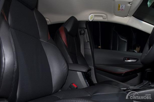Kursi Toyota Corolla Altis GR Sport 2019 mampu menampung lima orang sekaligus