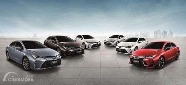Varian-varian Toyota Corolla Altis 2019 menawarkan banyak pilihan meliputi tipe Hybrid, GR Sport, 1.8 Liter hingga 1.6 Liter