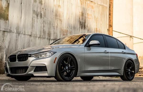 mobil BMW silver