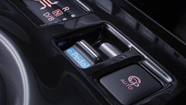 Foto tombol e-Pedal pada konsol tengah