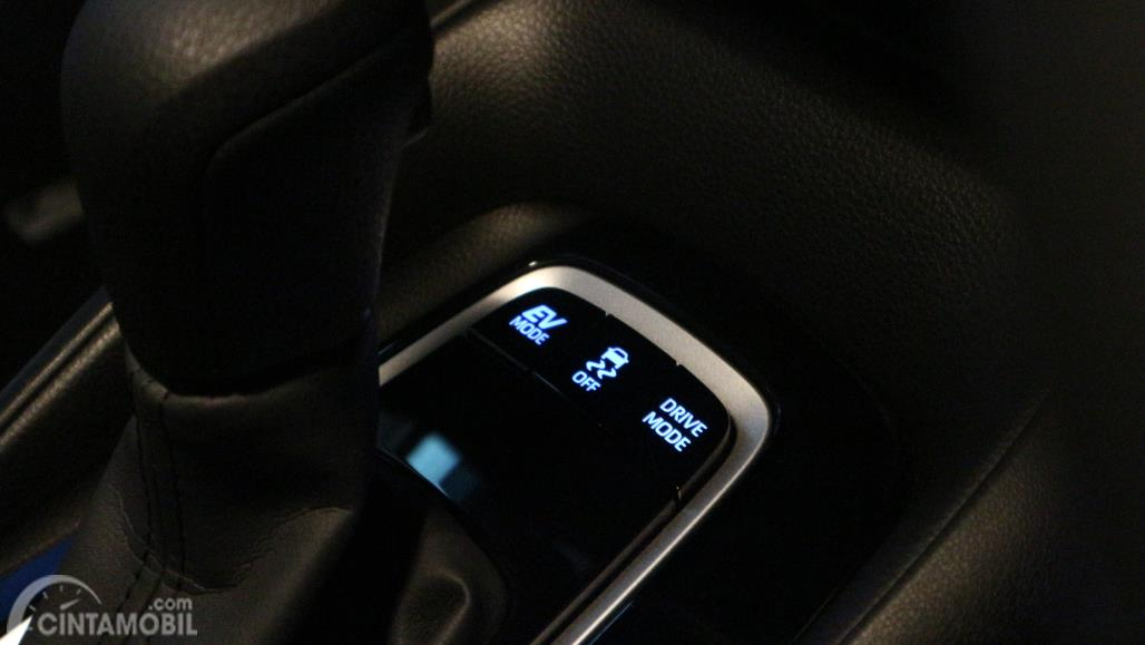 Foto fitur berkendara pada Toyota Corolla Altis Hybrid 2019