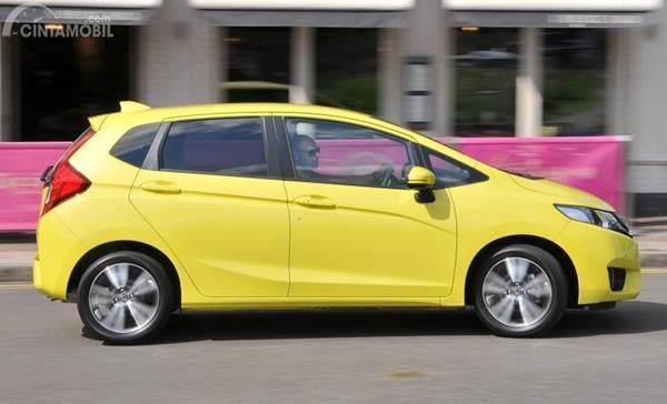 Honda Jazz kuning
