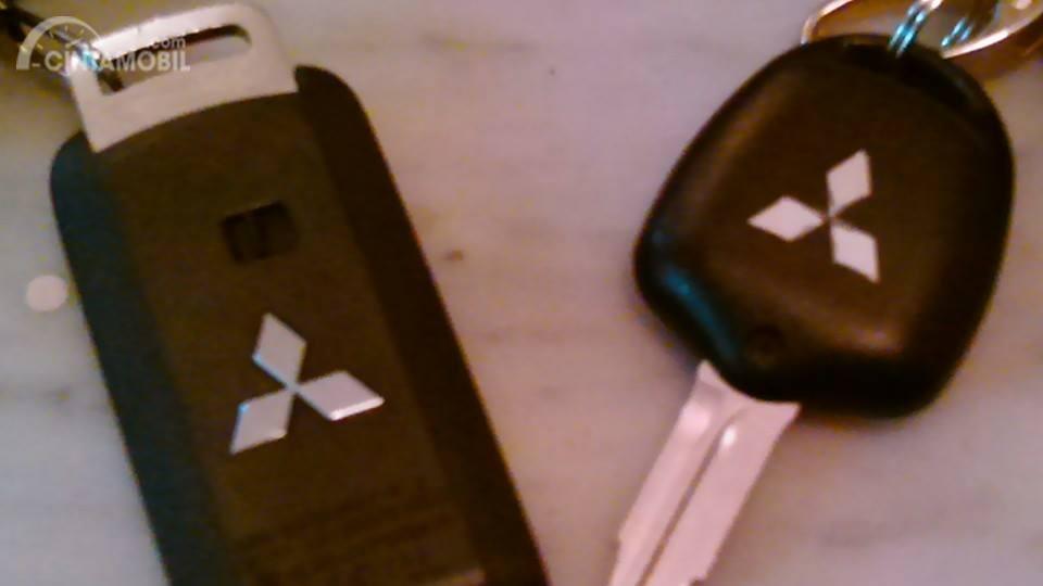 Gambar menunjukkan Kunci Mobil Mitsubishi Outlander Sport GLS 2012