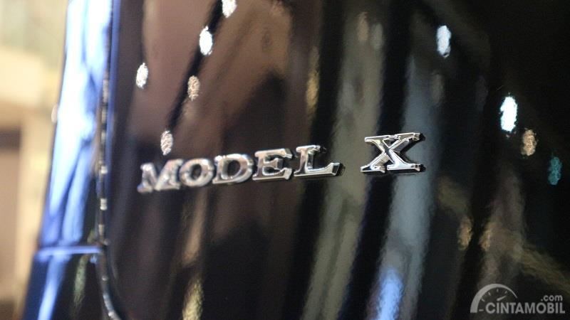 Gambar menunjukkan desain Logo Tesla Model X 2019