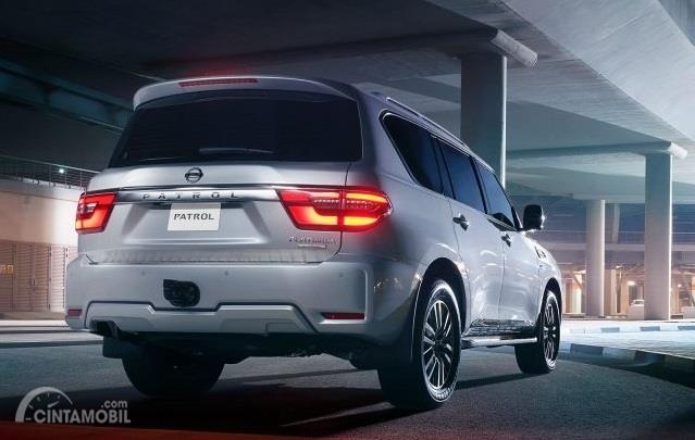 eksterior belakang Nissan Patrol 2019 berwarna putih