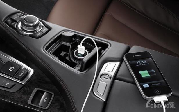 USB Charger Mobil harus dipilih sesuai kebutuhan dan jenisnya yang sesuai dengan Smartphone Anda