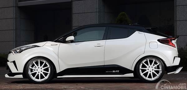 Toyota C-HR Artisan Spirit samping