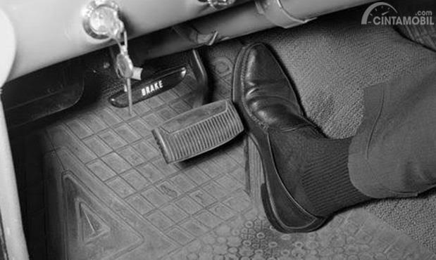 Jangan Injak Pedal Gas dan Rem Secara Tiba-Tiba khawatir komponen belum beradaptasi secara sempurna dan dapat menimbulkan kerusakan
