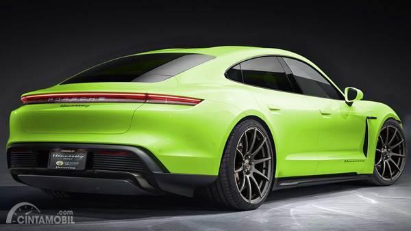Porsche Taycan hijau