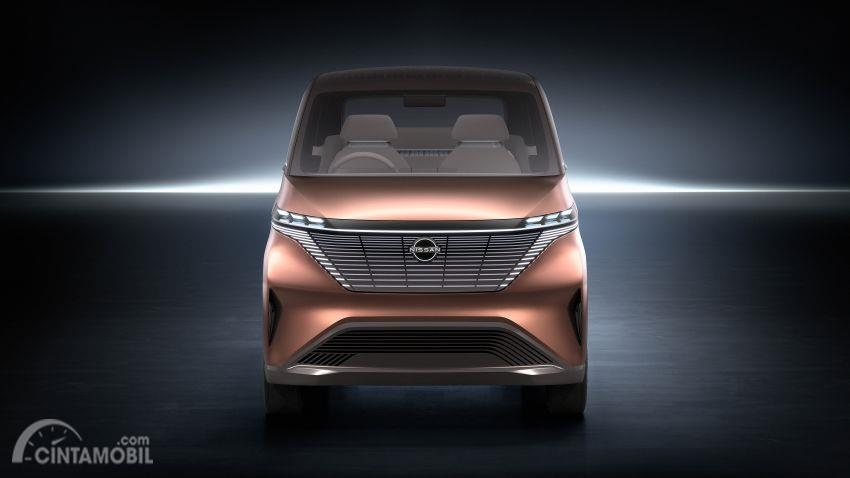 tampilan depan Nissan IMk 2019 berwarna emas