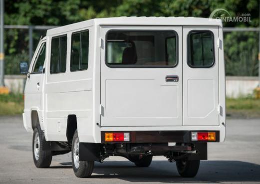 Gambar menunjukkan Tampilan belakang New Mitsubishi L300 Euro 4 2019