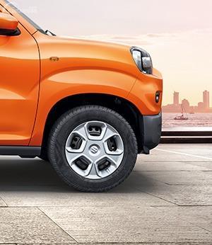 Gambar menunjukkan Ban dan pelek Suzuki S-Presso 2019
