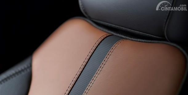 Kursi Chevrolet Silverado 2020 mampu menampung hingga 5 orang sekaligus, khususnya untuk tipe Crew Cab