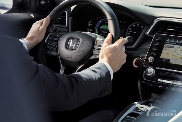 Setir Honda Insight 2020 dikemas dengan balutan kain berkualitas dan dilengkapi tombol multifungsi