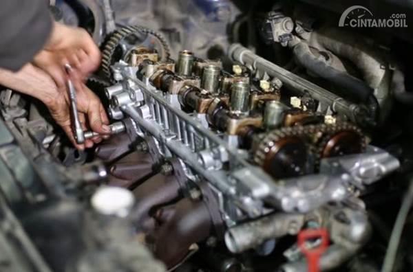 perbaikan mesin mobil