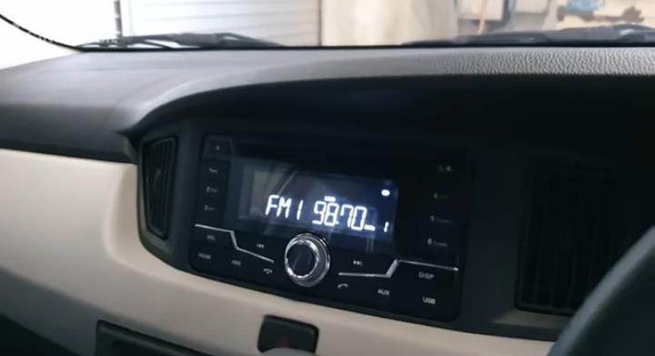 Gambar menunjukkan Head unit New Daihatsu Sigra 1.2 X Deluxe A/T 2019