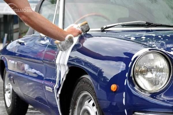mencuci mobil klasik