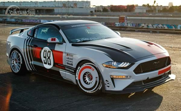 Ford Mustang GT NASCAR Side