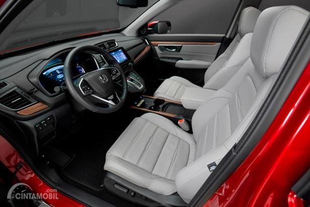Setir Honda CR-V 2020 menghadirkan berbagai tombol multifungsi seperti Cruise Control, pengaturan audio serta konektivitas telepon