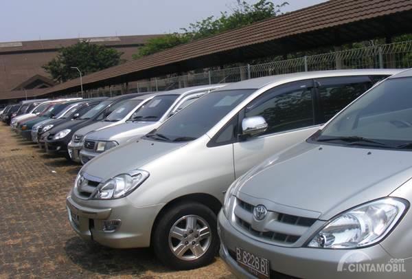 Untung Rugi Beli Mobil Bekas di Diler Resmi APM