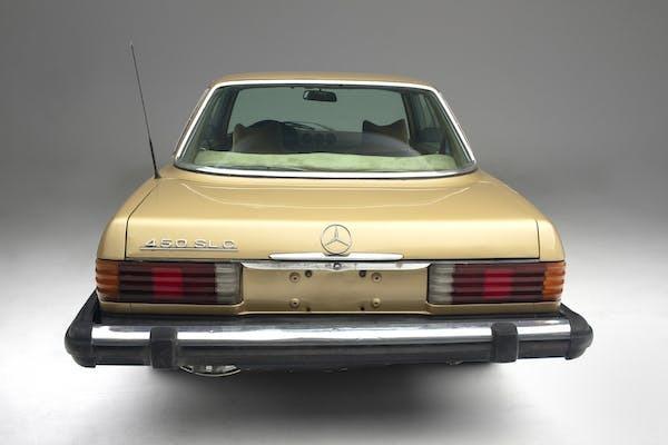 Foto tampak belakang Mercedes-Benz 450 SLC eks Elvis Presley