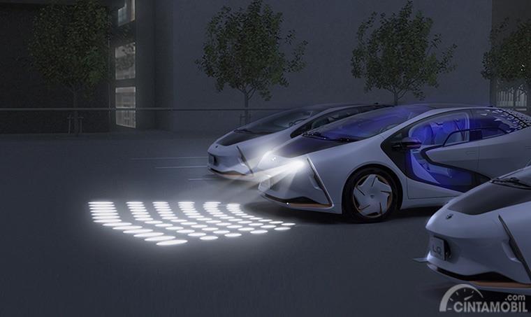 sistem parkir Toyota LQ dari lampu berwarna putih