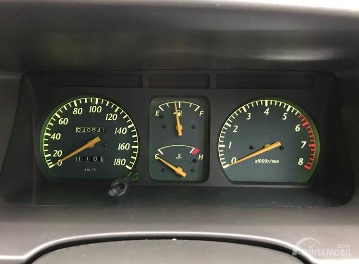 Gambar menunjukkan Spidometer Toyota Kijang Krista 2003
