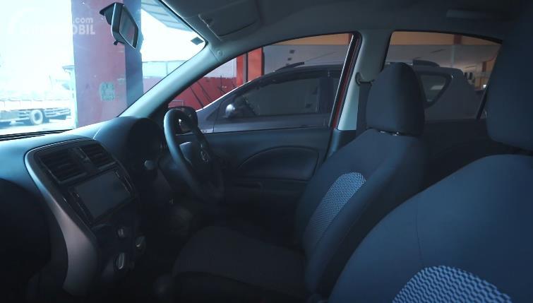 interior Nissan March 1.2 AT 2017 berwarna hitam