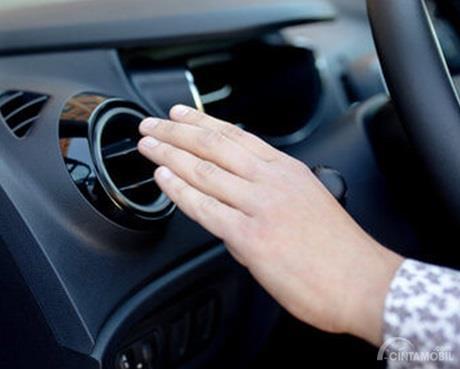 AC Mobil tidak dingin juga bisa disebabkan akibat terganggunya komponen Thermostat