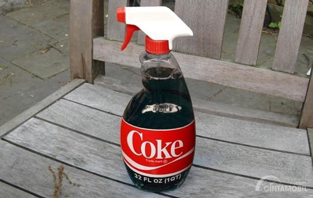 Minuman Bersoda Untuk Mengkilapkan Ban Mobil nyatanya baik dilakukan karena terbukti bisa membuat ban tampak lebih hitam