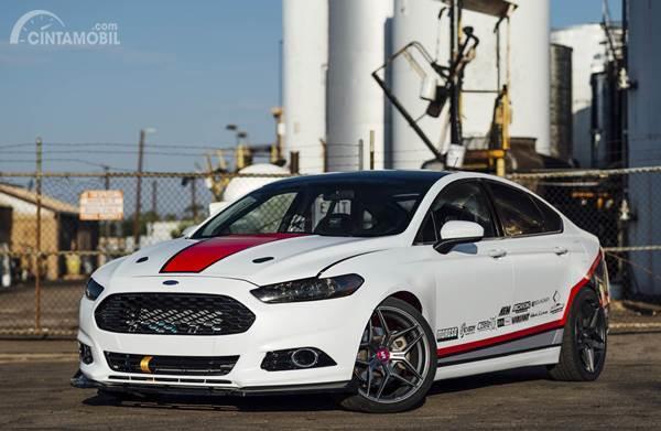 Modifikasi Ford Fusion, Ketika Sedan Bekas Tabrakan Berubah Jadi Mobil Drift