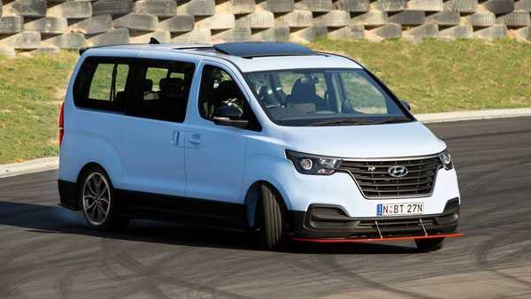 Kembaran Hyundai H-1 Ini Jago Di Lintasan Drift Dan Sirkuit Lantaran Bertenaga 402 Hp!