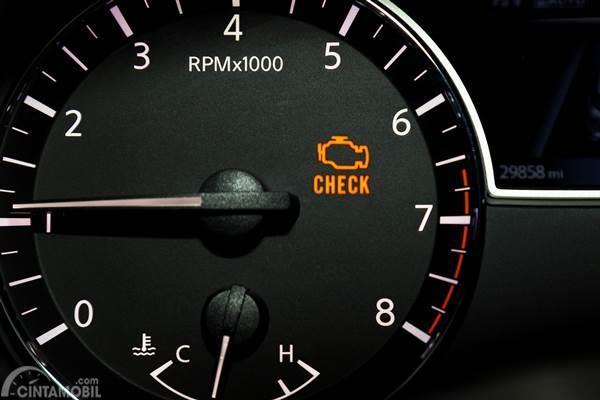 Lampu Check Engine Menyala? Ini yang Harus Dilakukan