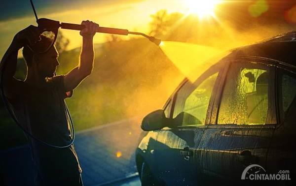 cuci mobil siang hari