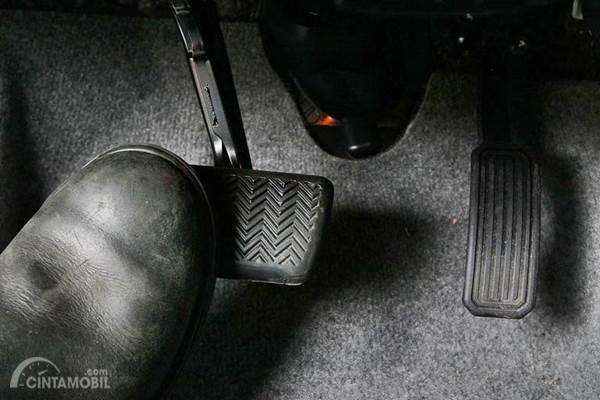 pedal rem mobil