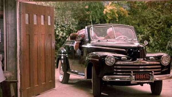 Foto Ford Deluxe tahun 1946