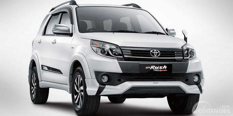 facelift kedua Toyota Rush 2015 berwarna putih